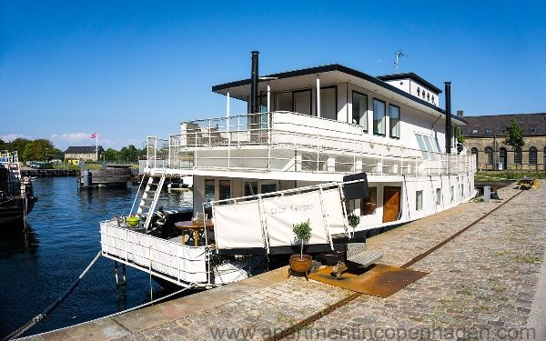 Large Houseboat For Up To 11 People