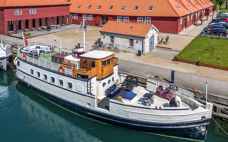 Holmen - Operaen - Copenhagen Houseboat